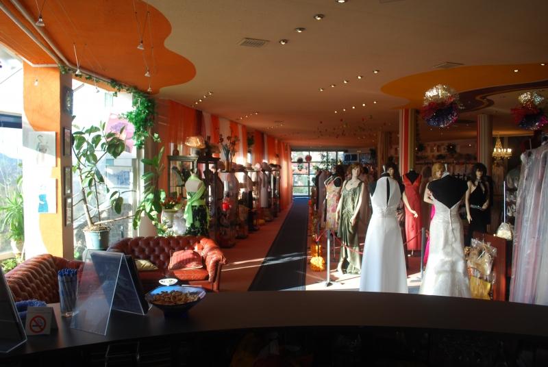 Köszöntjük az ADEO 2000 Kft esküvői és alkamli ruhaszalon de1991b6b7