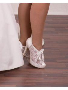 Esküvői cipők és szandálok Divatos és elegáns menyasszonyi