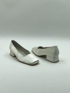 7edf10375b Esküvői cipők és szandálok - Divatos és elegáns menyasszonyi ruhák ...