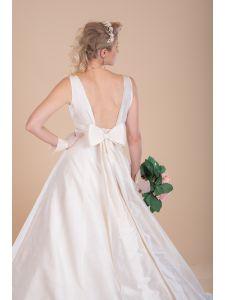 Klasszikus és modern esküvői ruhák - Divatos és elegáns menyasszonyi ... 5f8f86c182