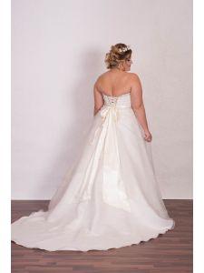 459f5cbf1f Molett menyasszonyi ruhák, plus size esküvői ruhák - Divatos és ...