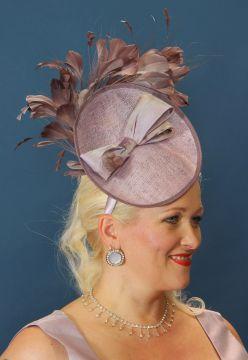 Elegáns női kalapok - Divatos és elegáns menyasszonyi ruhák 22cc89d2d1